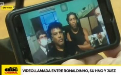 """Ronaldinho finiquita su """"pase"""" a un hotel"""