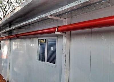 Con techo terminado y la instalación de las primeras camas, avanzan los hospitales de contingencia