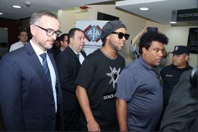 Ronaldinho Gaúcho y su hermano, con prisión domiciliaria en un hotel de Asunción
