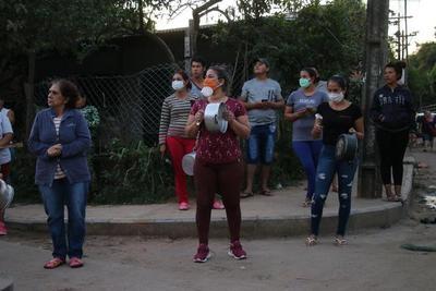 """""""Cacerolazo"""" en el bañado por falta de asistencia del Gobierno"""