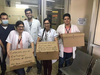 Encienden la chispa de los médicos regalando hamburguesas en hospitales