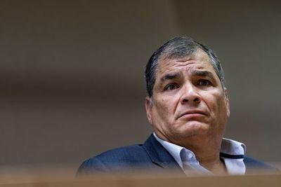 Justicia de Ecuador condena a prisión a expresidente Correa