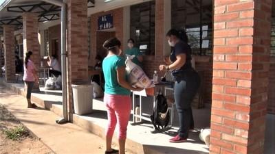 Municipalidad de Filadelfia entrega kits correspondientes a almuerzo escolar