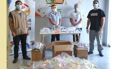 Jóvenes innovadores elaboran tapabocas a base de impresión 3D para hospital