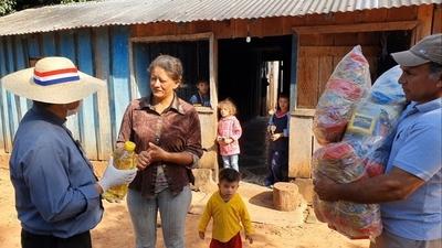 Ganaderos entregan viveres y carne a familias de San Alfredo