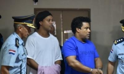 Ronaldinho beneficiado con la prisión domiciliaria