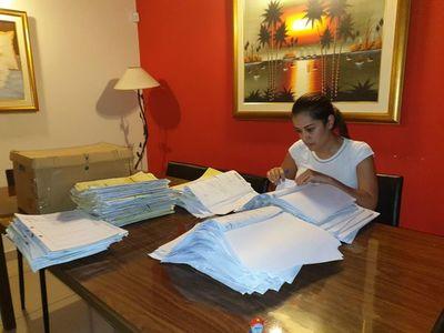 Jueza de Paz analiza 875 expedientes desde su casa