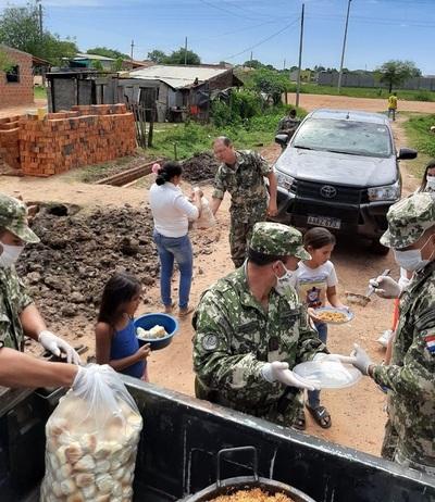 Militares sirvieron almuerzo a humildes pobladores