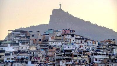"""Ministro brasileño busca """"diálogo"""" con narcos y milicias para contener pandemia en favelas"""