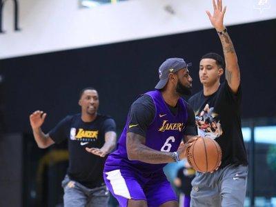 Los Lakers, pese al coronavirus, siguen entrenando, pero a través de internet