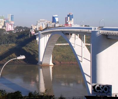 Más compatriotas varados en el Puente de la Amistad