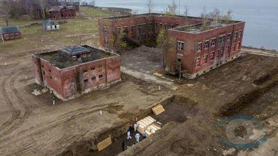 Imágenes de dron muestran una fosa común en la isla de Hart de Nueva York en medio del aumento de muertes por covid-19