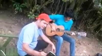VIDEO: Joven músico transforma 13 Tuyutí y arrasa en redes sociales •