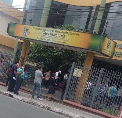 Denuncian aglomeración de personas en la Cooperativa San Lorenzo
