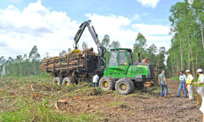 » Kurosu & Cía. entregó primer equipo Forestal John Deere en Paraguay