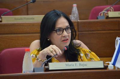 Senadores presentan proyecto para pérdida de investidura de Bajac