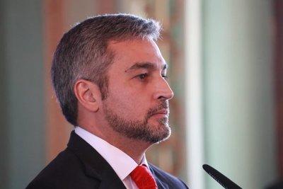 Abdo ordena revisar salarios de binacionales y eliminar privilegios