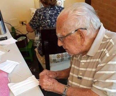 El abuelito que da amor con su noble trabajo