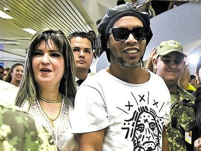 """Fiscalía insiste en que Dalia López debe ser detenida en caso """"Dinho"""""""