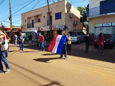 Manifestación en Presidente Franco por falta de asistencia