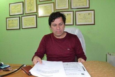 Concejal renuncia al cargo y vuelve a hospital para trabajar como médico