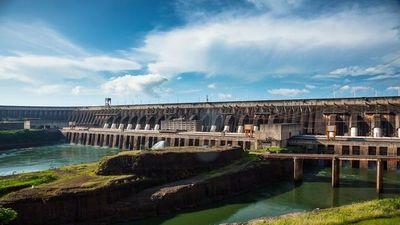 Itaipú asegura producción de energía pese al escaso caudal hídrico