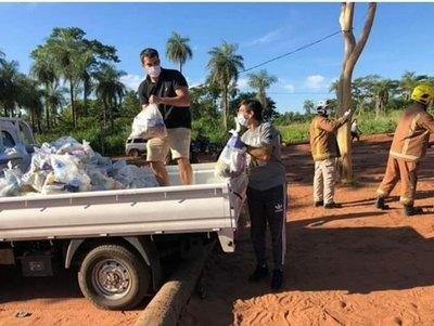 Gustavo Costas extiende su mano para ayudar a familias necesitadas