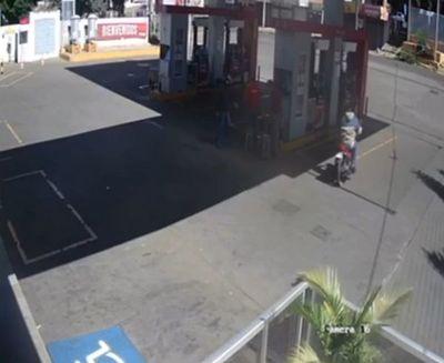 A plena luz del día asaltan gasolinera