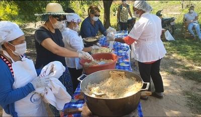 Educadores de alfabetización ofrecieron almuerzo a humildes niños
