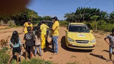 En Yby Ya´u, bomberos entregan víveres y platos de comida