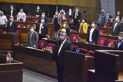 Aprueban con modificaciones prórroga de mandatos de intendentes y de elecciones municipales
