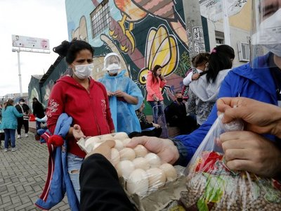 Trabajadoras sexuales de Bogotá reciben ayudas ante la crisis por Covid-19