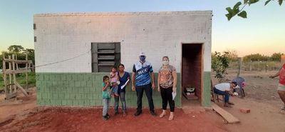 Donan una casa a la limpiadora de un colegio de Yby Yaú