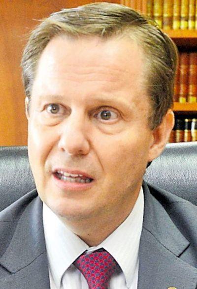 Corte alega incapacidad para controlar a abogados