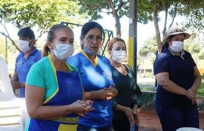 Funcionarios cesados de la Municipalidad de Luque realizan olla popular •