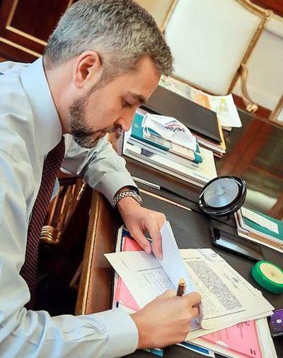 Marito firma la autorización para nueva ruta PJC-Ypejhú