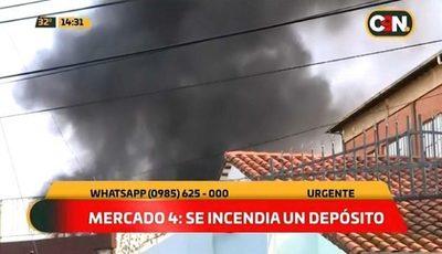 Incendio consume depósito en zona del Mercado 4