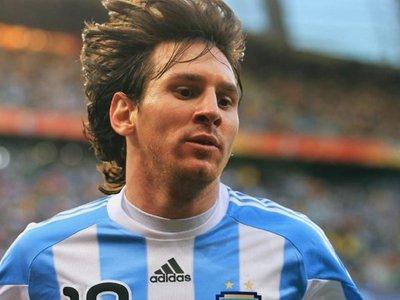 Subastan camisetas usadas por Maradona, Pelé y Messi