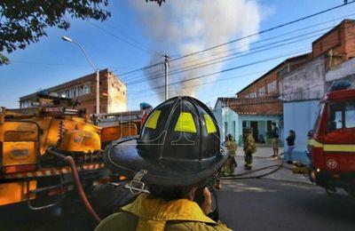 Controlan incendio en zona del Mercado 4
