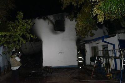 Fuego se reavivó en depósito del barrio San Vicente