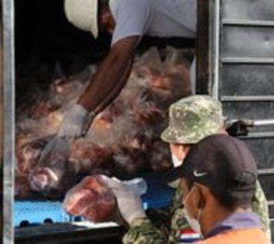 Ganaderos donan víveres y carne a familias vulnerables