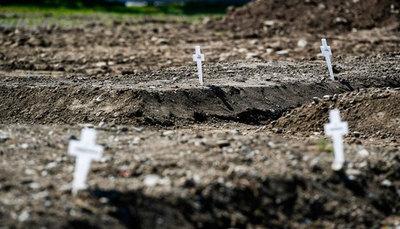 Un cementerio en Milán acoge a las víctimas del coronavirus que nadie reclama