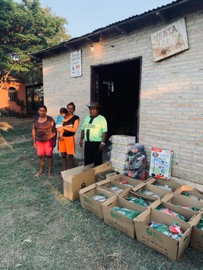Entregan más de 2.700 kits de alimentos a familias artesanas de todo el país
