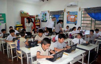 """""""Una computadora por niño"""" permite que las clases sigan para 17.000 alumnos en Caacupé"""