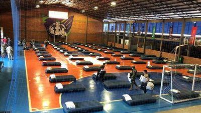 Ingresan 100 paraguayos al país y van a nuevo albergue en Ciudad del Este