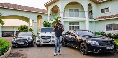 Adebayor aclaró que no hace donaciones y se volvió tendencia en las redes sociales