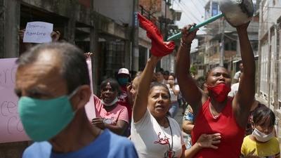 Saqueos y trapos rojos, el retrato del hambre en Colombia