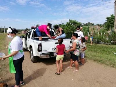 Comisión de apoyo a agentes policiales realiza olla popular a beneficio de unas 200 personas en Camb