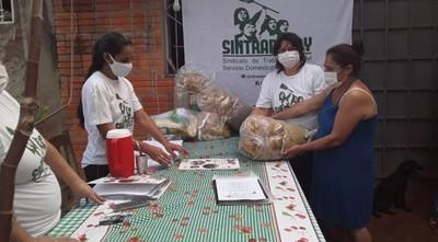 Empleadas domésticas reparten kits a cesadas por coronavirus