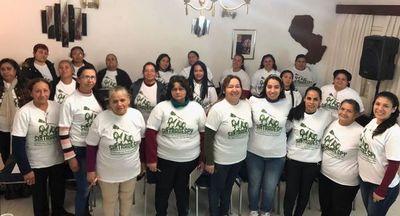 Trabajadoras domésticas reparten kits a desempleadas por coronavirus